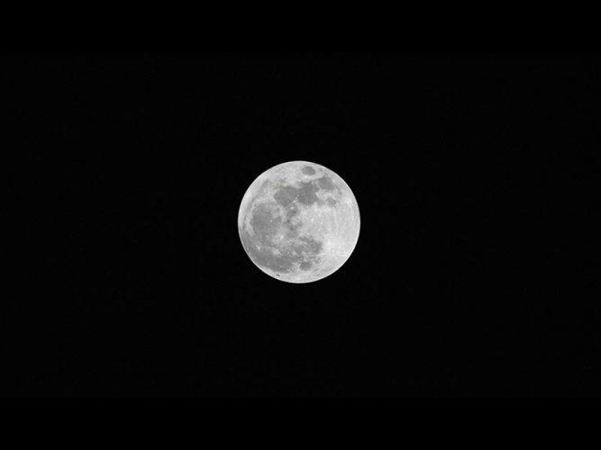 จริงหรือไม่ ดวงจันทร์กำลังลอยห่างจากเราไป